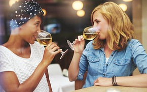 Phụ nữ dễ thành 'bợm nhậu' hơn đàn ông vì estrogen cao?