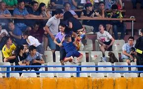 Xem bóng đá dễ hay khó?