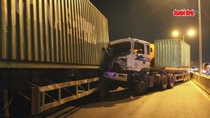 Tai nạn liên hoàn trên cầu Phú Mỹ, kẹt xe nhiều giờ