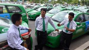 Taxi truyền thống nỗ lực cải tiến để trụ lại trước Grab, Uber