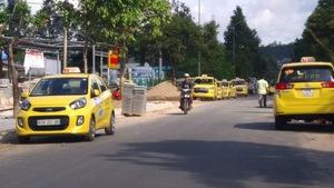 'Chạy taxi thu 873.000 đồng nhưng chỉ được chia 29.000 đồng'