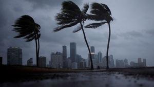 Siêu bão Irma đang quần đảo Florida, ít nhất 3 người chết