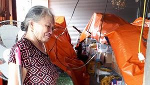 Người miền Trung hối hả sửa nhà, dọn đồ đạc tan hoang do bão
