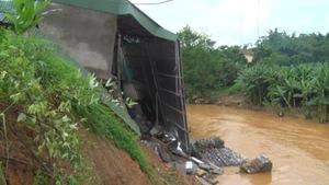 Mưa lũ làm sập, hư hỏng nhiều nhà dân ở Lào Cai