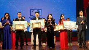 Trao thưởng 'Tri thức trẻ vì giáo dục' năm 2017