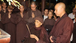 Thiền sư Thích Nhất Hạnh rời Đà Nẵng, trở lại Thái Lan