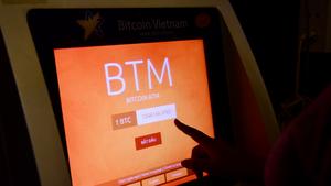 Bitcoin lao dốc, bốc hơi hơn 30 tỉ USD