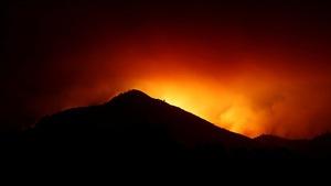 Cháy rừng California làm 21 người thiệt mạng, thiêu rụi hàng ngàn căn nhà