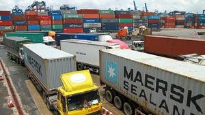 Bắt hai cán bộ hải quan tiếp tay cho 213 container hàng lậu