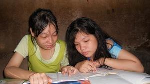 Hai chị em với khát khao 'học để đổi đời'
