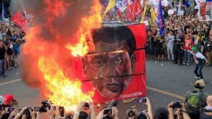 Hàng ngàn người biểu tình phản đối tổng thống Philippines