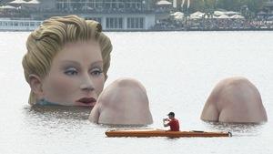 Những tác phẩm điêu khắc khổng lồ và kỳ dị trên thế giới