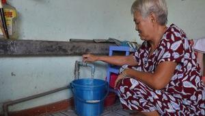 Dân bức xúc vì cúp nước nhưng không thông báo