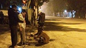 Những người nửa đêm đi vá đường
