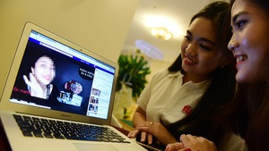 'Hot girl', 'hot mom' livestream kiếm tiền khủng trên Facebook