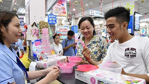 Quà tết Co.opmart: Hấp dẫn với bộ hộp trữ thức ăn Rakuchin Pack của Nhật