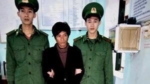Bắt hai đối tượng gùi 163kg thuốc nổ tại biên giới Việt - Lào
