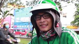 Sinh viên Sài Gòn với nghề 'xe ôm công nghệ'