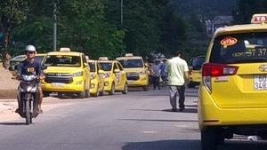 Thấy gì từ biểu ngữ 'vì quá nhiều bất công' của taxi Vinasun?