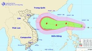 Khu vực miền Trung đối diện bão dồn, lũ dập