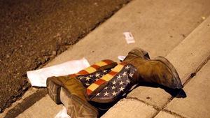 Hung thủ xả súng ở Mỹ lấy đâu ra hàng chục khẩu súng?
