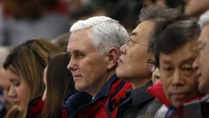 Trên chuyên cơ về Mỹ, ông Pence tuyên bố vẫn cô lập Triều Tiên