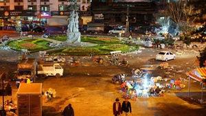 Chợ Đà Lạt ngổn ngang rác sau tết, nhiều bạn trẻ sốc nặng
