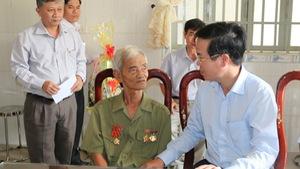Ông Võ Văn Thưởng thăm, tặng quà thương binh ở Đồng Nai
