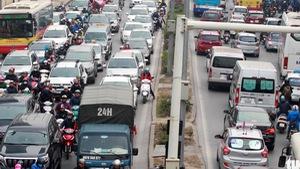 Cận tết, đường phố Hà Nội kẹt cứng từ sáng đến trưa