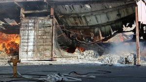 Cháy rụi công ty dệt hàng ngàn mét vuông