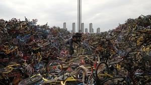 Những núi xe đạp bị vứt bỏ ở Trung Quốc