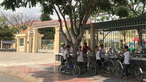 Bộ GD-ĐT lên tiếng vụ cô giáo quỳ xin lỗi phụ huynh