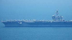 Xem siêu hàng không mẫu hạm USS Carl Vinson trên vịnh Đà Nẵng