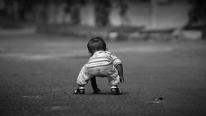 Cú ngã đầu đời và cách dạy con 'khác người' của bà mẹ trẻ