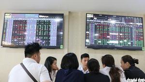 Thị trường chứng khoán tụt dốc, thổi bay hơn 83.000 tỉ đồng trên sàn HoSE