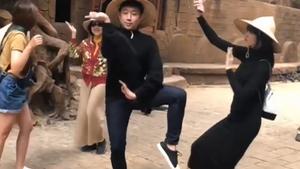 Clip vợ chồng Trấn Thành nhảy nhạc dân tộc cùng mẹ hút triệu view