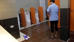 Nhà vệ sinh ở bến xe và chuyện cậu thanh niên khuyết tật