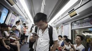 Xài điện thoại thông minh, con người ngày 'đần' đi?