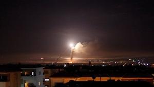 Israel và Iran đấu pháo và tên lửa dữ dội trên lãnh thổ Syria