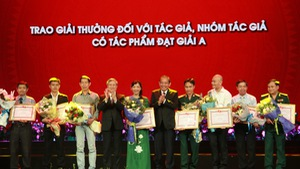 Trao giải thưởng 'Học tập và làm theo tư tưởng, đạo đức, phong cách Hồ Chí Minh'
