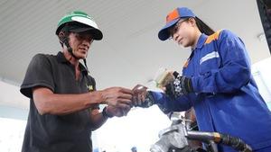 Tăng thuế xăng dầu: hộ chi thêm cao nhất 130.000 đồng/ tháng