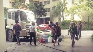 Dân chung cư cao cấp khốn khổ vì thiếu nước giữa nắng nóng