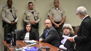 Vợ chồng nhốt, bỏ đói 13 con ở California đối mặt án tù 94 năm