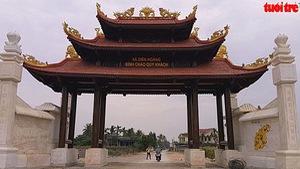 """""""Choáng"""" với cổng làng 4 tỉ đồng"""