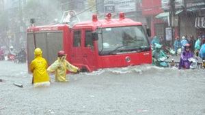 Hà Nội ngập nặng vì mưa lớn