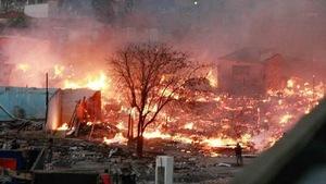 Cháy lớn thiêu rụi 100 nhà ổ chuột ở Brazil