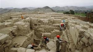 Peru: khai quật lăng mộ hoàng tộc khổng lồ