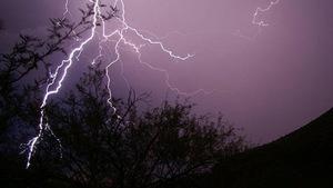 Dùng tia laser tạo mưa, kiểm soát thời tiết
