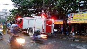 Cháy chung cư, nhiều hộ dân hốt hoảng bỏ chạy