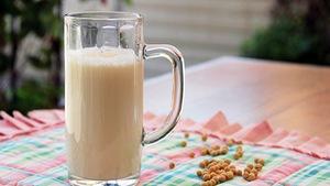 Cho bé uống sữa đậu nành và những điều cần biết